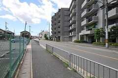 阪急嵐山線・松尾駅からシェアハウスへ向かう道の様子。(2012-08-20,共用部,ENVIRONMENT,1F)