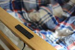 ベッドには1段ごとにコンセントが備わっています。(2017-09-12,専有部,ROOM,7F)
