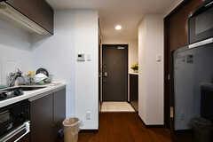 廊下の様子。左手にキッチン、右手にバスルームがあります。(2017-09-12,共用部,OTHER,7F)