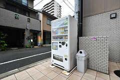 敷地内に自動販売機が設置されています。(2017-09-12,共用部,OTHER,1F)