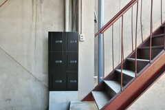階段下には専有部ごとのポストが設置されています。(2017-03-07,共用部,OTHER,1F)