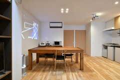 大きなダイニングテーブルです。(2017-03-07,共用部,LIVINGROOM,2F)