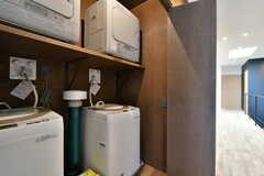収納扉を開けると、洗濯機が設置されています。(2017-03-07,共用部,LAUNDRY,3F)