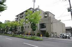 建物の外観。2階がシェアハウスです。(2012-05-07,共用部,OUTLOOK,1F)