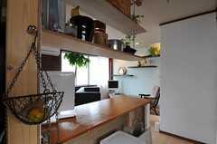 キッチン側から見たカウンターテーブルの様子。(2011-10-01,共用部,KITCHEN,2F)