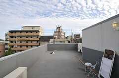 屋上の多目的スペース。ヨガでもどうぞ。(2011-10-01,共用部,OTHER,4F)