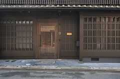 シェアハウスの正面玄関。 (2014-04-08,周辺環境,ENTRANCE,1F)