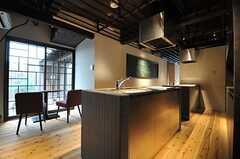 キッチンの向かいには、ちょっとしたスペースが設けられています。(2014-04-08,共用部,OTHER,1F)