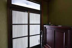 内部から見た玄関の様子。(2016-05-07,周辺環境,ENTRANCE,1F)