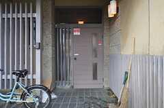 シェアハウスの玄関の様子。(2015-03-04,周辺環境,ENTRANCE,1F)