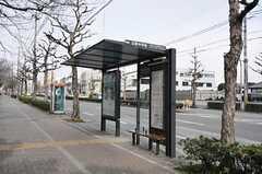最寄りのバス停の様子。(2014-03-03,共用部,ENVIRONMENT,1F)