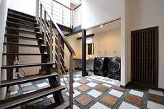 ホールを通って水まわり設備へアクセスできます。(2013-05-20,共用部,OTHER,1F)