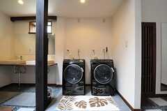 ドラム式の洗濯乾燥機の様子。(2013-05-20,共用部,LAUNDRY,1F)