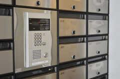 玄関の鍵はナンバー式のオートロックです。(2011-12-21,周辺環境,ENTRANCE,1F)