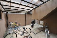 屋根付きの自転車置場の様子。(2011-12-21,共用部,GARAGE,1F)