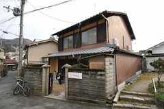 シェアハウスの外観。奥行きのある京町家です。(2013-02-17,共用部,OUTLOOK,1F)