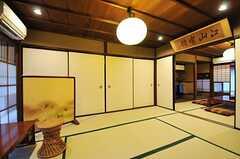 和室の様子。文机と欄間額が雰囲気を出しています。(2013-02-17,共用部,LIVINGROOM,1F)