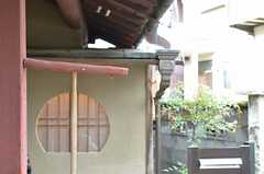玄関前の様子。(2013-02-17,共用部,OTHER,1F)