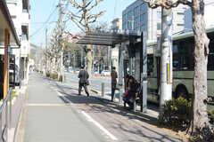 最寄りのバス停の様子。(2018-02-14,共用部,ENVIRONMENT,1F)