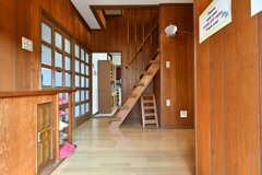 玄関から見た内部の様子。奥がダイニングです。(2017-02-16,周辺環境,ENTRANCE,1F)