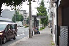 上七軒のバス停の様子。(2019-07-23,共用部,ENVIRONMENT,1F)