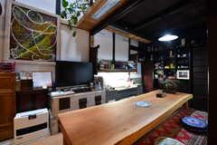 リビングの様子3。ダイニングテーブルの対面にはTVが設置されています。(2017-02-08,共用部,TV,1F)