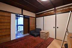 コミュニティスペースの様子2。ドアの上に欄間が設置されています。(2017-02-08,共用部,LIVINGROOM,2F)
