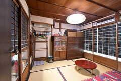 専有部内に和室が2室あります。窓が2面に付いています。(101号室)(2020-01-27,専有部,ROOM,2F)