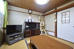 リビングの様子2。壁面にはキャットウォークも設置されています。(2016-09-11,共用部,LIVINGROOM,1F)