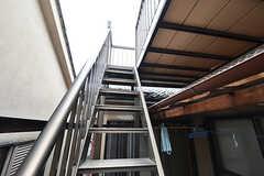 物干し場へ続く階段。(2016-09-11,共用部,OTHER,2F)