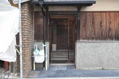 シェアハウスの門扉の様子。(2014-02-03,共用部,OUTLOOK,1F)