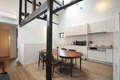 リビングの様子3。奥にキッチンがあります。(2014-02-03,共用部,LIVINGROOM,2F)