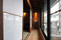 専有部の様子3。板の間には洗面台が設置されています。(201号室)(2014-02-03,専有部,ROOM,2F)