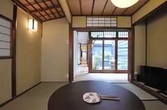 茶室から坪庭を眺めた様子。(2013-08-02,共用部,LIVINGROOM,1F)