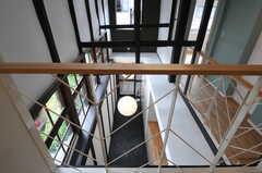 休憩スペースから玄関まわりを見下ろすとこんな感じ。(2013-08-02,共用部,OTHER,2F)