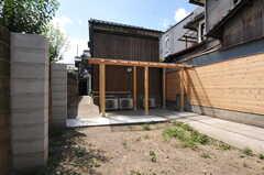 蔵脇のスペースは駐輪場です。(2013-08-02,共用部,GARAGE,1F)