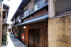 シェアハウスの外観。立派な京町家です。(2011-02-23,共用部,OUTLOOK,1F)