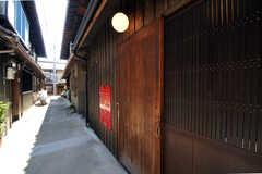 正面玄関は引き戸になっています。(2011-02-23,周辺環境,ENTRANCE,1F)