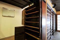 靴箱はひとり当たり使えるスペースは決まっています。(2011-02-23,周辺環境,ENTRANCE,1F)