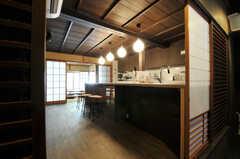 シェアハウスのダイニング・キッチンの様子。(2011-02-23,共用部,LIVINGROOM,1F)
