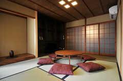 和のなごみ。床柱は京都の北山杉だそう。(2011-02-23,共用部,LIVINGROOM,1F)