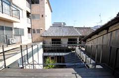 屋上から見たシェアハウスの様子。(2011-02-23,共用部,OTHER,2F)