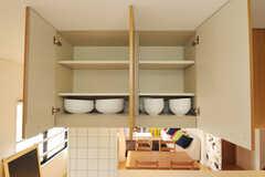 食器棚の様子。(2010-12-26,共用部,KITCHEN,2F)