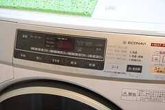 洗濯機は乾燥機能付き。(2015-06-16,共用部,LAUNDRY,2F)
