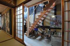 次の間から見た廊下。(2013-06-23,共用部,LIVINGROOM,1F)
