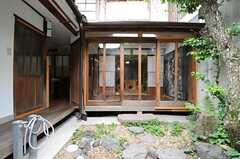 庭から見た縁側の様子。(2013-06-23,共用部,OTHER,1F)