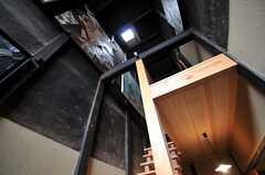 見上げるとこんな感じ。天井は大変高いです。(2013-06-23,共用部,OTHER,1F)