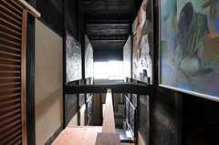階段の踊り場から見た吹き抜けの様子。(2013-06-23,共用部,OTHER,2F)