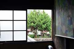 高い位置にある窓も、ロープを使って開閉ができます。(2013-06-23,共用部,OTHER,2F)
