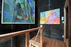 階段の踊り場の様子。右手に専有部があります。(2013-06-23,共用部,OTHER,2F)